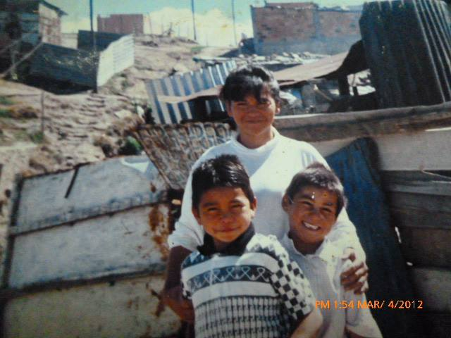 Daniel con su mamá y hermano, antes de vivir en la calle. Altos de Cazucá, Soacha.