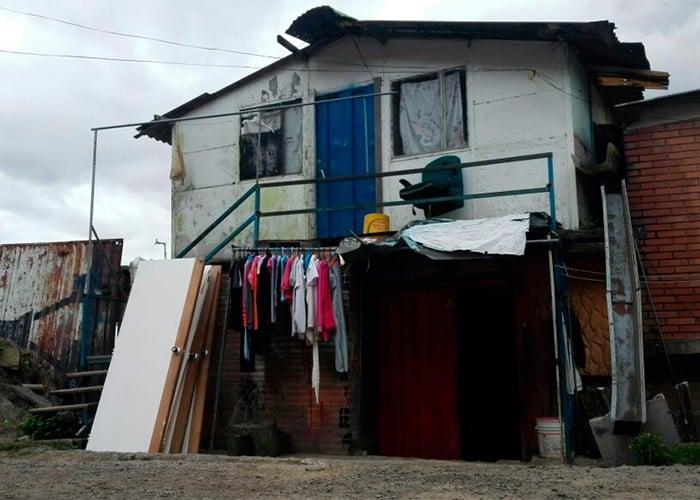 Así era antes la casa de Yuliana y de sus vecinos antes que fuera pintada. Foto: archivo Pulzo.com