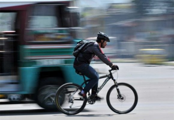 Bicipuente de la Av. Cali junto al Club los Lagartos: peligro para los que montan en bicicleta