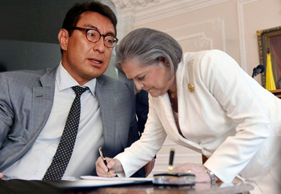 La costosísima reestructuración de Colpensiones que Clara López firmó a regañadientes