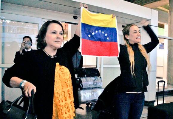 """""""Libertad, fuera Maduro y fuera la dictadura"""": el recibimiento a Tintori en Caracas"""