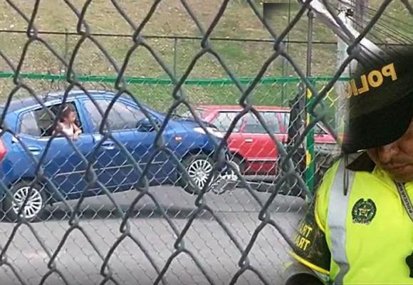 VIDEO: ¿Policía de Tránsito inmoviliza carro con niña de 7 años abordo en Bogotá?