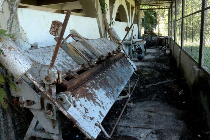 Maquinaria que usaban los internos en el Tuparro, ahora deshuesadas.