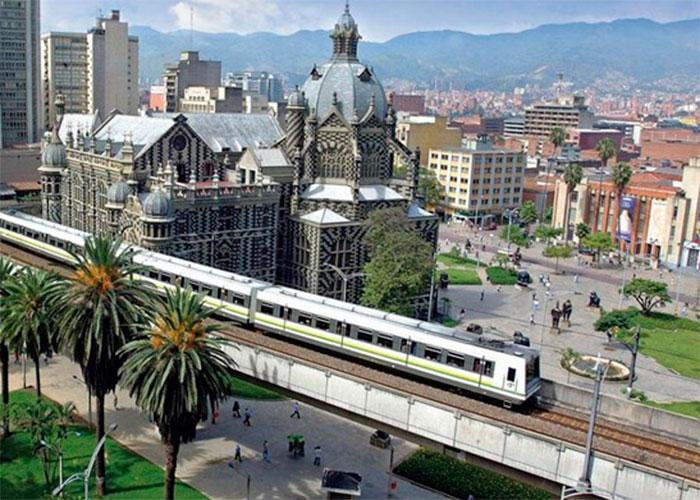 ¿Medellín, capital paramilitar de Colombia y el mundo?