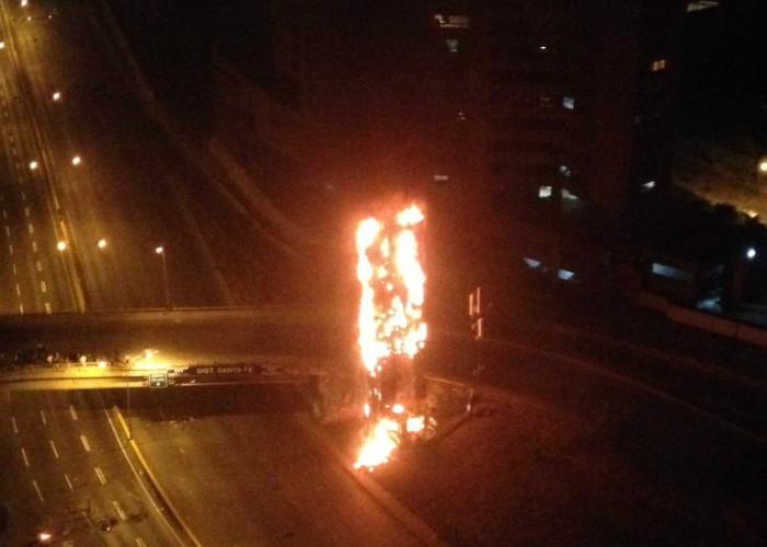 Video: El destrozo del barrio Santa Fé; incendios y tomas de las carreteras