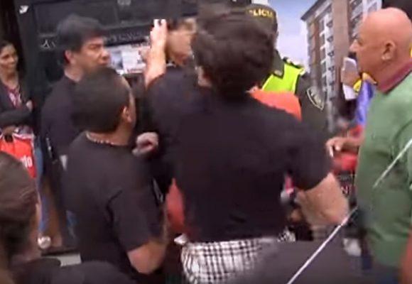Video: Uribistas, furiosos, golpean a estudiantes en la marcha en Manizales
