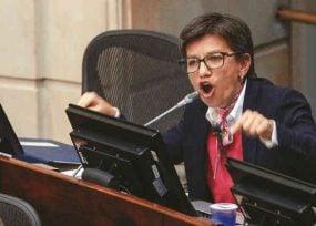 """""""Senadores uribistas para marchar con corruptos y sicarios están listos pero para darle 450 mil millones a Mocoa sabotean"""": el regaño de Claudia López a la bancada"""