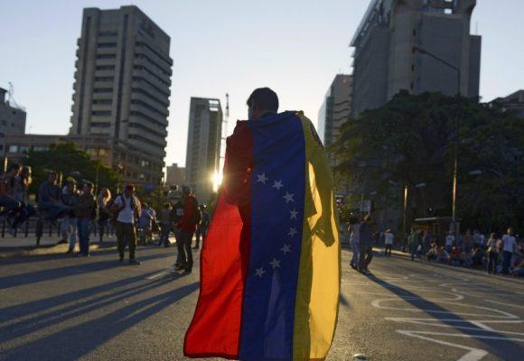 Quebrantar al castrochavismo, expulsar al colonialismo cubano y construir la democracia en Venezuela