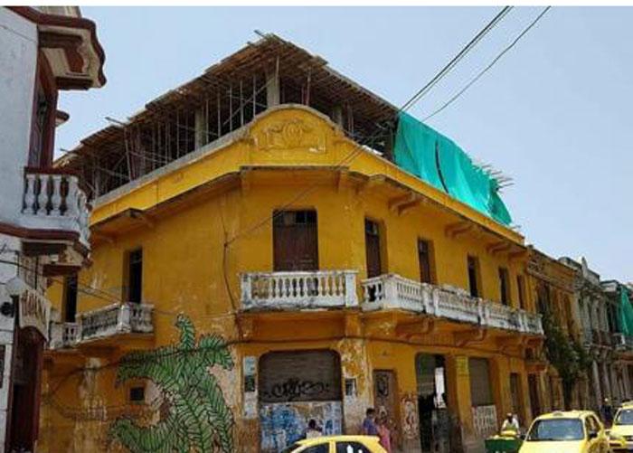 Adefesio arquitectónico en pleno centro de Cartagena