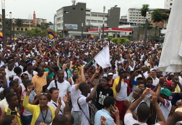 La gente de Buenaventura regresó pacíficamente a las calles. Video