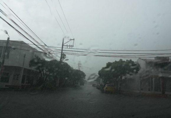 Se inunda Cúcuta, pero algunos se alarman más porque WhatsApp presenta fallas