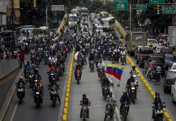 """El papel de """"los colectivos"""" en la represión a la población venezolana"""