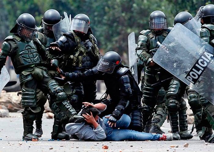 ¿Quiénes se le miden a formar parte del ESMAD, la fuerza más odiada de Colombia?
