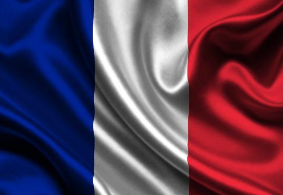 Elegante bofetada francesa al odio y al fanatismo