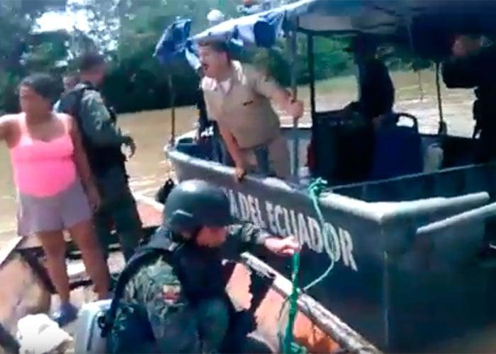 VIDEO: Militares ecuatorianos atacan y hunden lancha colombiana