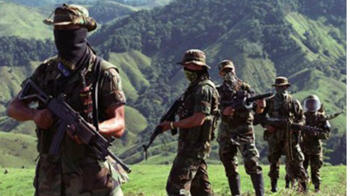 No hay explicación para la presencia paramilitar
