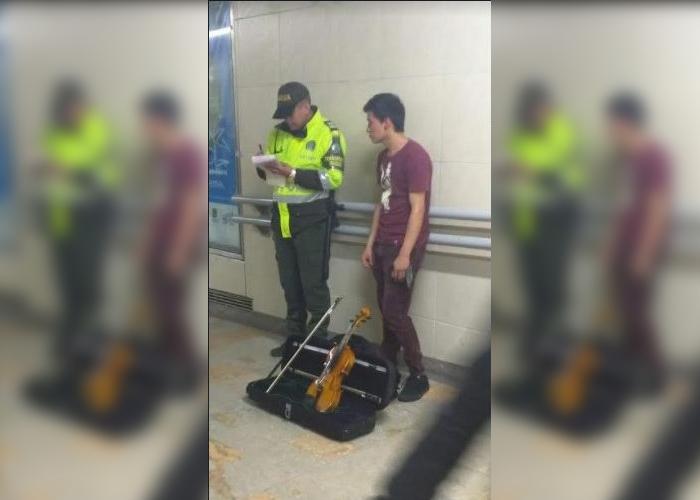 La policía ahora persigue músicos callejeros y no ladrones