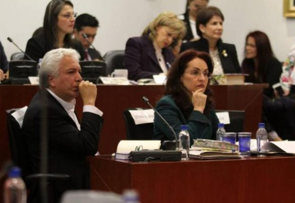 Colombia seguirá dividida: se hundió el referendo de adopción