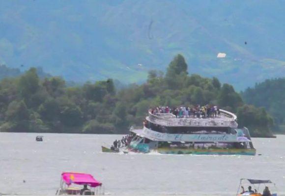 Barco con 170 personas se hunde en Guatapé