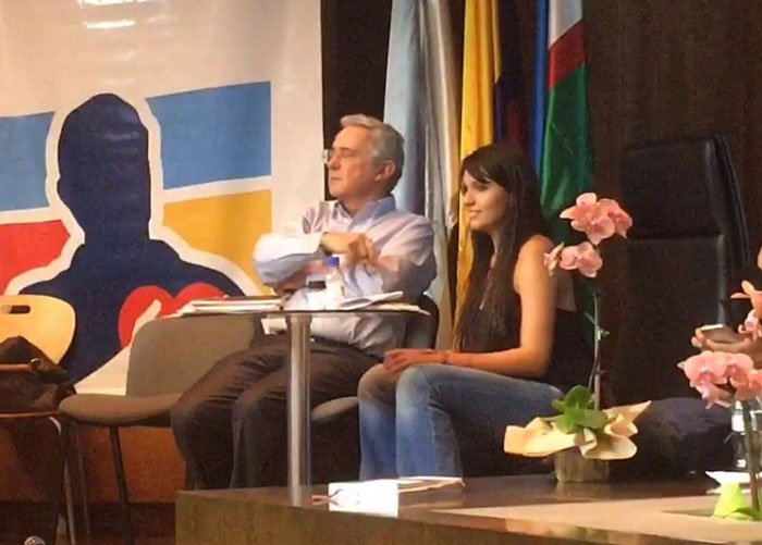 Natalia Bedoya no está adoctrinada por Uribe