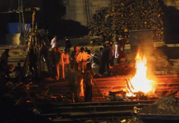 Incineración pública de cadáveres: el ritual de la muerte en la India