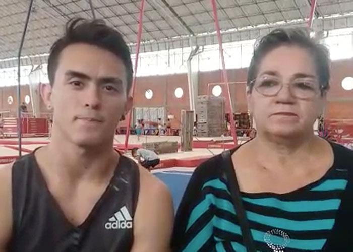 Jossimar Calvo celebró el día del padre con su mamá