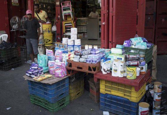 Bachaqueros: el rentable negocio de la reventa de productos en Venezuela