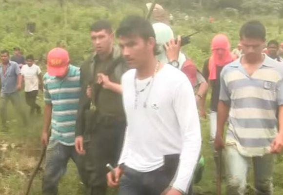 Campesinos de Puerto Rico (Meta) retuvieron a un policía por la erradicación de sus cultivos