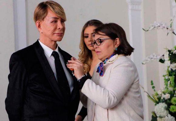 Y Norberto se convirtió en caballero del Congreso de Colombia