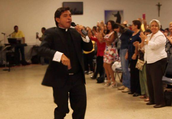 Los 40 mil pesitos de diezmo que cobra el padre Chucho por su Gran Concierto en Cúcuta