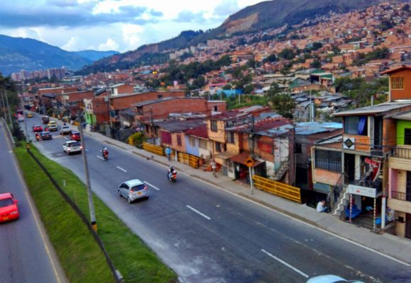 Habitantes del barrio La Paralela temen que se repita la misma historia de Medellín