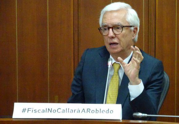 Los grandes poderes nacionales quieren callar al senador Robledo