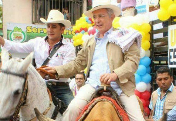 En primera vuelta Uribe pone el presidente