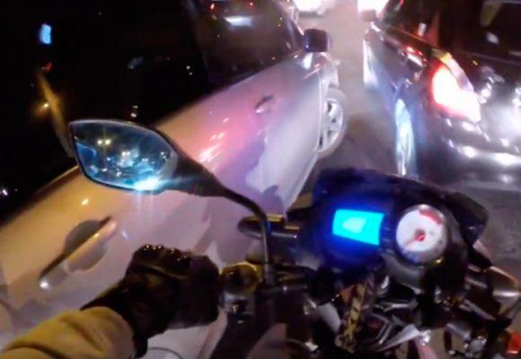 VIDEO: Conductor en Bogotá intenta embestir a motociclista que le reclama por usar el celular