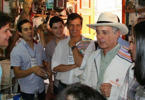 """Álvaro Uribe Vélez """"una pesadilla para el campo colombiano"""""""