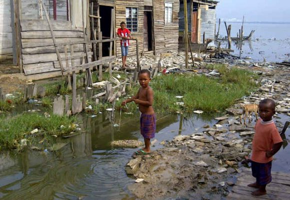 Feos, sucios y malos: lo que piensan los colombianos sobre los pobres