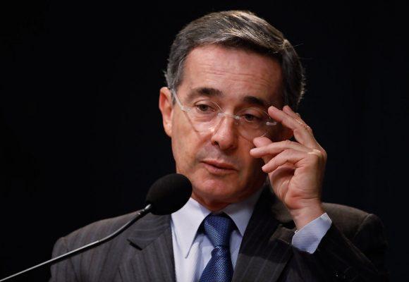 La estatua de Álvaro Uribe