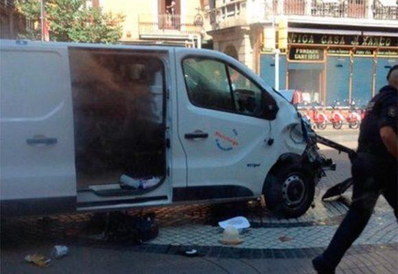 VIDEOS: Atentado en Barcelona, una camioneta atropella a varias personas en zona turística
