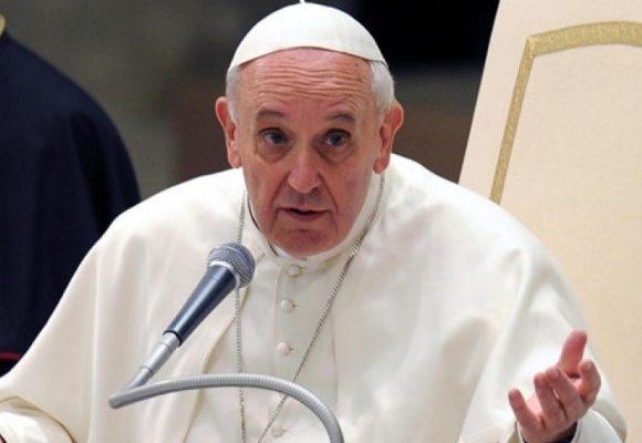 Francisco no dijo que vendría, fue el gobierno el que insistió en que lo hiciera