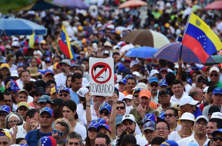 La oposición venezolana debe dirigirse a crear un gobierno paralelo