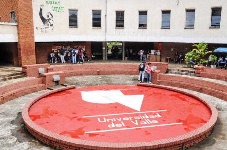 Egresados de la Universidad del Valle se manifiestan contra la arremetida de un profesor hacia la institución
