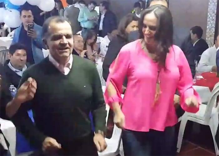 VIDEOS: El 'azote de baldosa' de Óscar Iván Zuluaga y María Fernanda Cabal