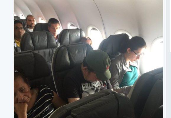Esposa del senador Ramos del Centro Democrático, se quiso bajar de avión porque iba un miembro de las Farc