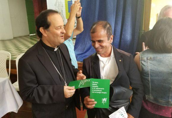 La tarjeta verde espera bendición papal