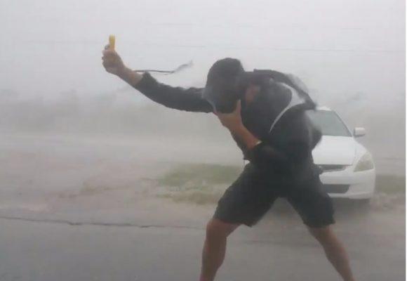 Video: Dos locos se enfrentaron a Irma para grabar el huracán