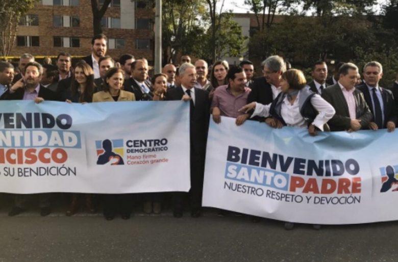 Álvaro Uribe y la visita del papa: harakiri político