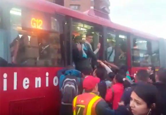 VIDEOS: Transmilenio colapsa tras el primer día del papa Francisco en Bogotá