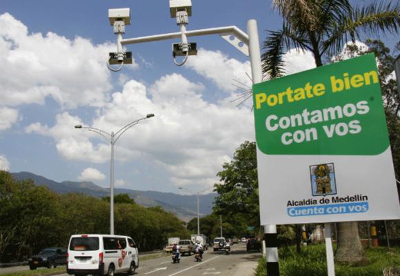 Los reyes de las fotomultas en Medellín