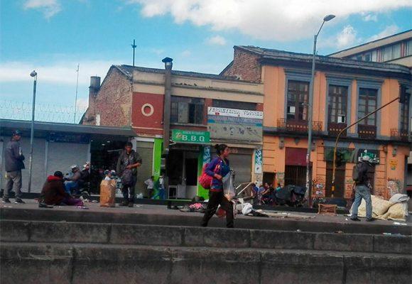 El exótico 'plan turístico' de alimentar a los habitantes de calle