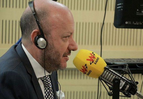 De cómo la W radio nos ayuda a mejorar el inglés